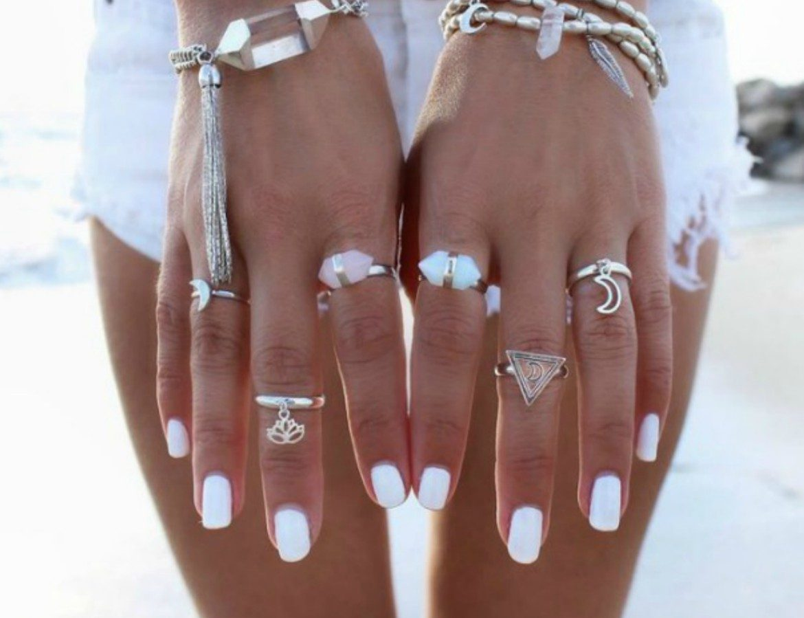 White nail polish summer trend