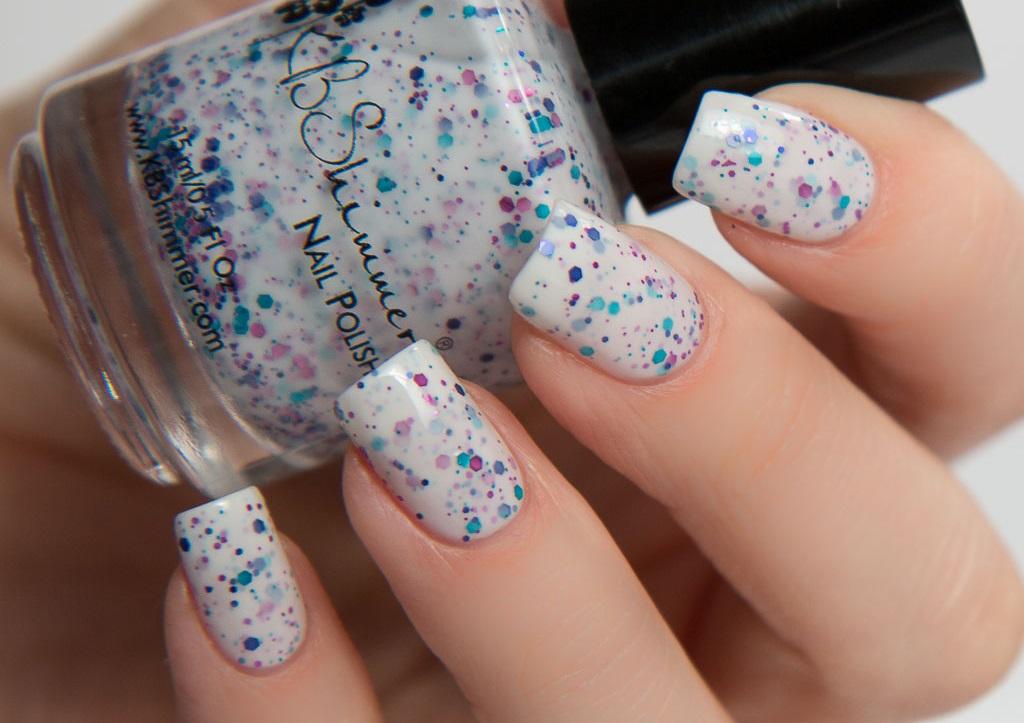 sparkly white nail varnish