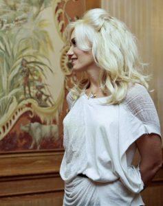 Gwen Stefani - Balmain Tape Extensions