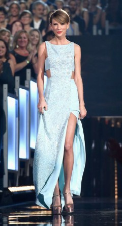 Taylor Swift blue dress at country music awards