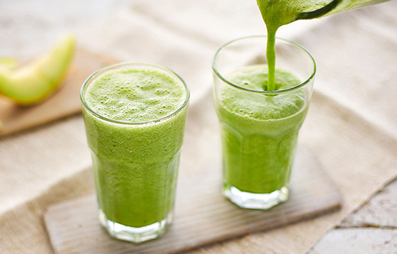 low carb breakfast idea: green smoothies