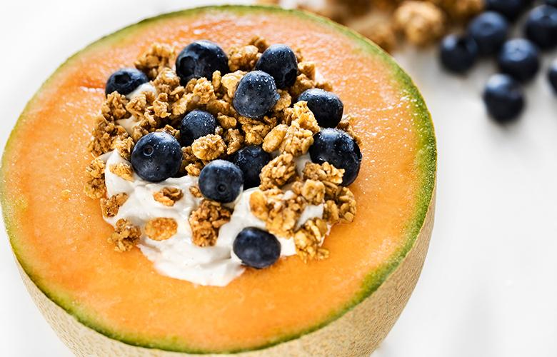 low carb breakfast idea: greek yoghurt filled melon