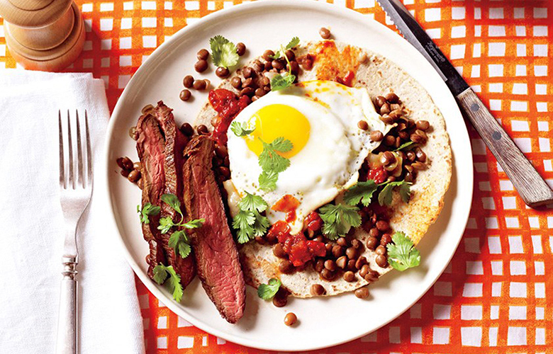 low carb breakfast idea: steak, eggs and tomatoes