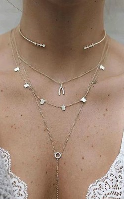 How to dress boho style - layered boho necklace with exotic pendants