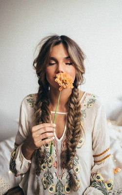 How to dress boho style - boho hair with pigtail braid
