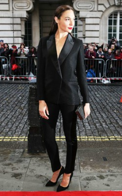 Gal Gadot premiere look black blazer and black pants with red lipstick - shop the look