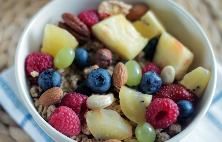 Top 5 ways to increase metabolism, fruit and nuts - fruit, nuts and cereal breakfast