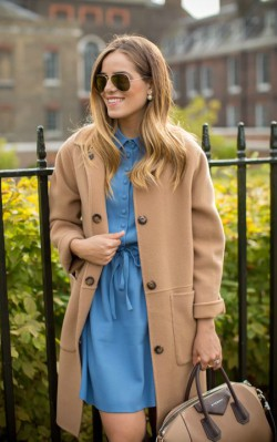How to style a casual camel coat outfit - blue day dress with a camel coat and sunglasses
